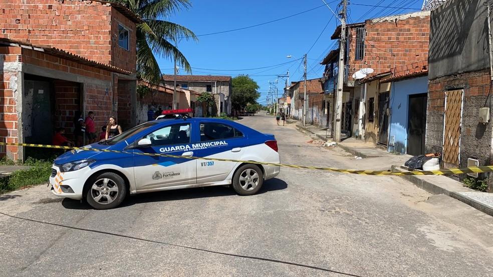Suspeitos armados invadiram residência e mataram adolescente de 17 anos e jovem no Bairro Granja Portugal. — Foto: Paulo Sadat/SVM