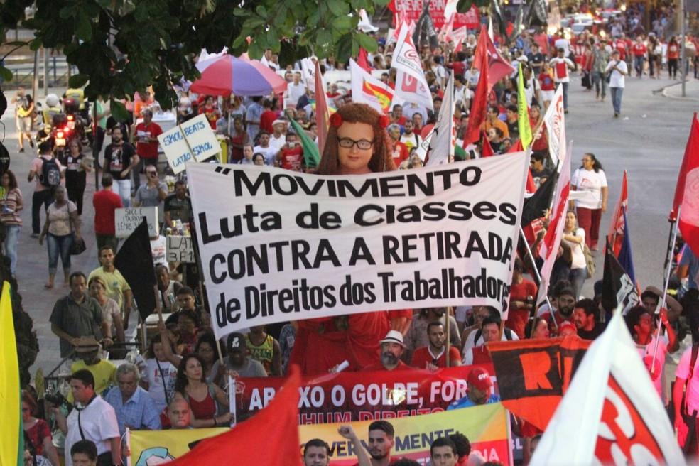 Protesto contra a reforma da Previdência na região central do Recife (Foto: Marlon Costa/Pernambuco Press)