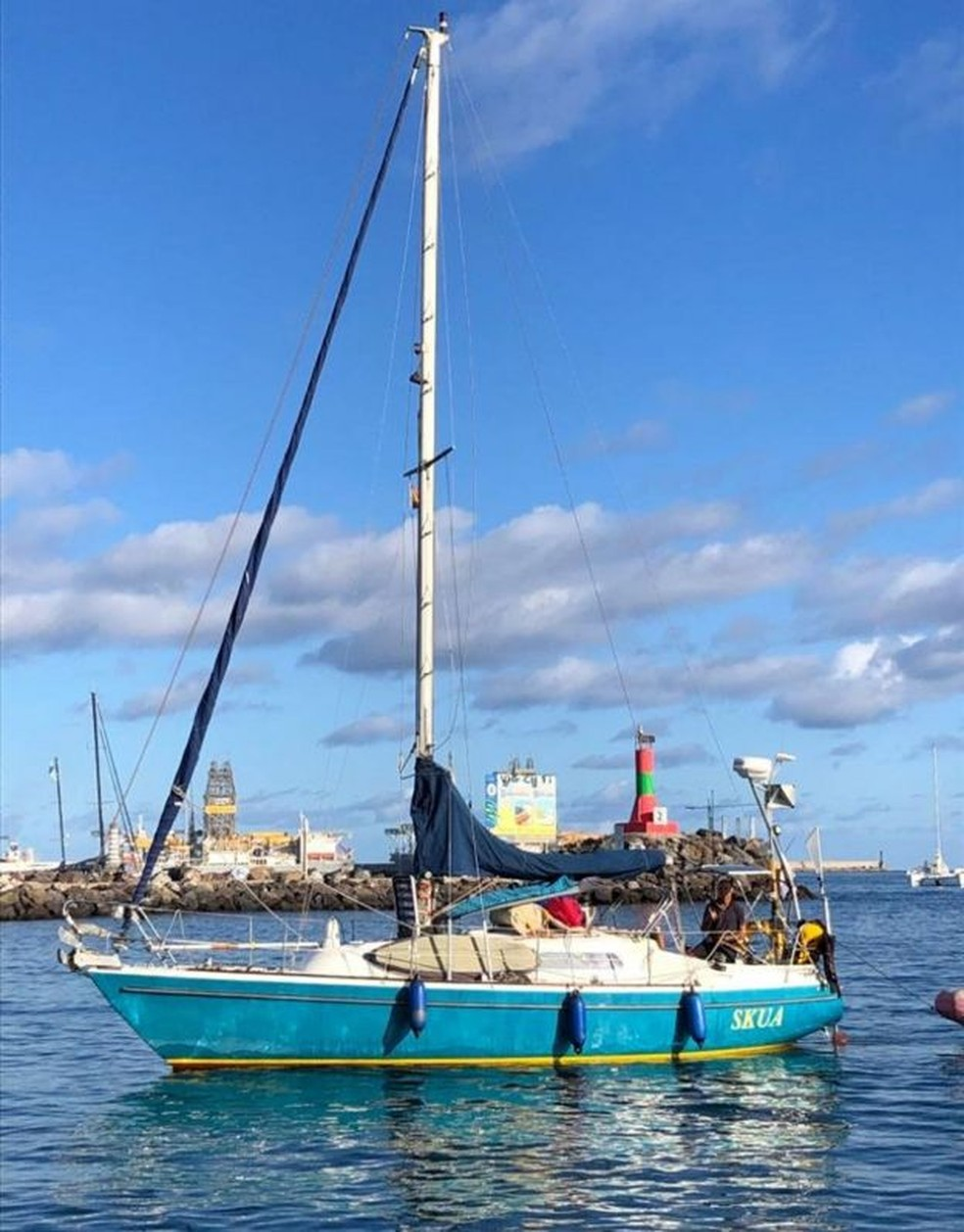 Ballestero cruzou o Atlântico em veleiro de 8,8 metros — Foto: Arquivo pessoal via BBC