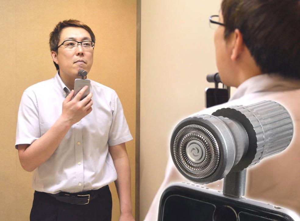 Acessório japonês transforma iPhone em barbeador (Foto: Divulgação)