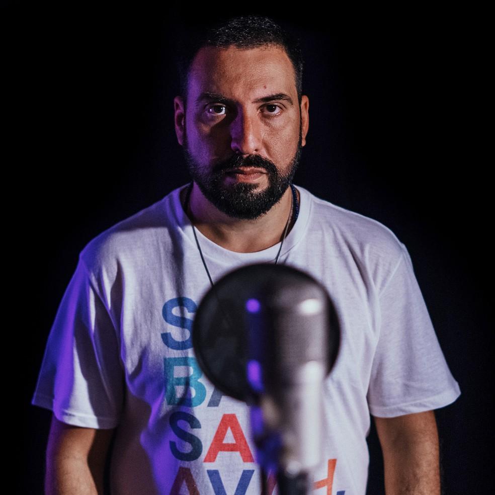 O rapper Vinicius Terra é o compositor da música 'Meu bairro, minha língua' — Foto: Divulgação