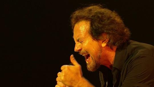 Lollapalooza tem 2º dia com público mais empolgado, Pearl Jam, boas revelações e choro de Liniker