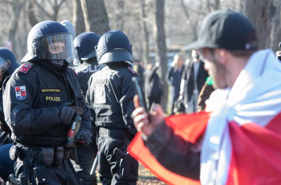 Manifestantes foram convocados por partido de extrema direita — Foto: Alex Halada/AFP