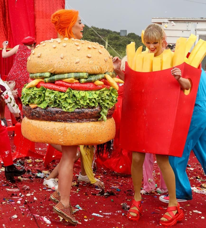 Katy Perry e Taylor Swift no clipe de You Need to Calm Down (Foto: Instagram Katy Perry/ Reprodução)