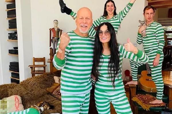 Bruce Willis e Demi Moore com uma das filhas durante a quarentena da pandemia do coronavírus (Foto: Instagram)