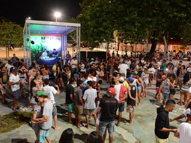 Praça da Juventude, na Granja Portugal, recebe neste sábado (23) edição do Reggaeando com apresentação de DJs (Foto: André Martins/Divulgação)
