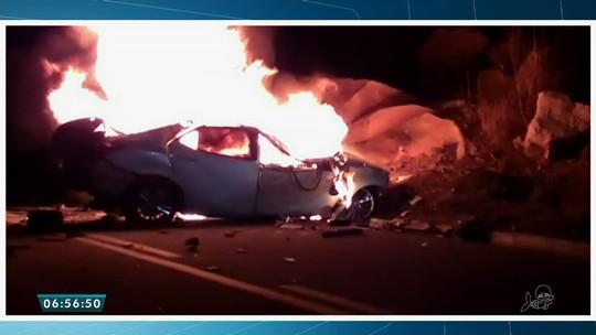 Motorista morre após carro bater em caminhão e pegar fogo no Ceará