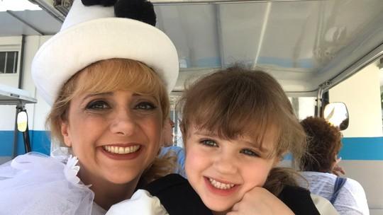 Letícia Isnard divide papel com filha em série da Globo: 'Experiência inesquecível'