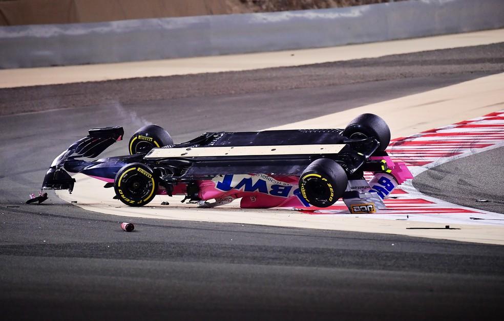 Carro de Lance Stroll ficou de cabeça para baixo após toque de Daniil Kvyat — Foto: Getty Images