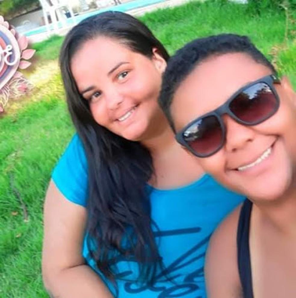 Natiele (de azul) foi morta pela companheira em Barra Mansa — Foto: Redes Sociais