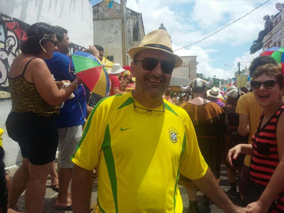 Odair Duarte, de Campinas (SP), disse que não voltaria para casa sem ver o desfile da Pitombeira  (Foto: Pedro Alves/G1)