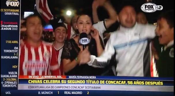 Repórter mexicana é apalpada ao vivo  (Foto: Reprodução/Twitter)