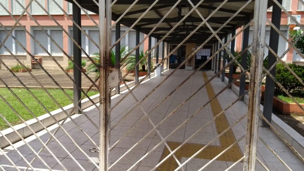 Algumas escolas estão totalmente fechadas, outras adeiram parcialemnte ao movimento grevista em Rondônia (Foto: Hosana Morais/G1)