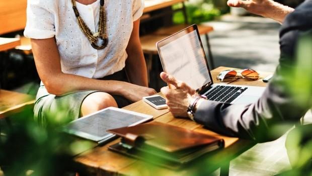 Trabalho - reunião - colegas - time - equipe - engajamento - colaboração - propósito - reunião  (Foto: Pexels)