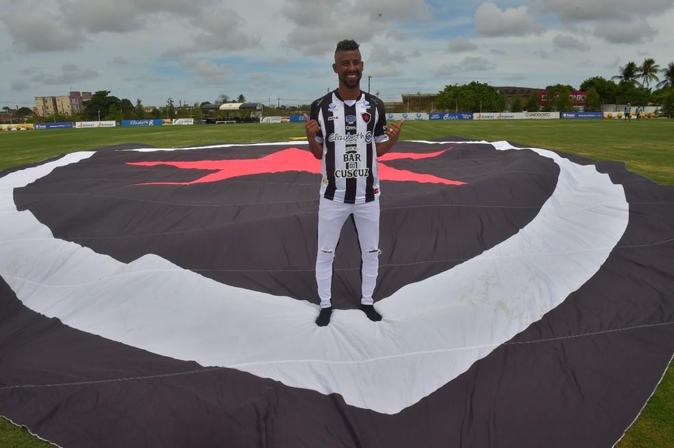 Jogador vai vestir a camisa 88 no clube paraibano — Foto: Josemar Gonçalves/Botafogo-PB