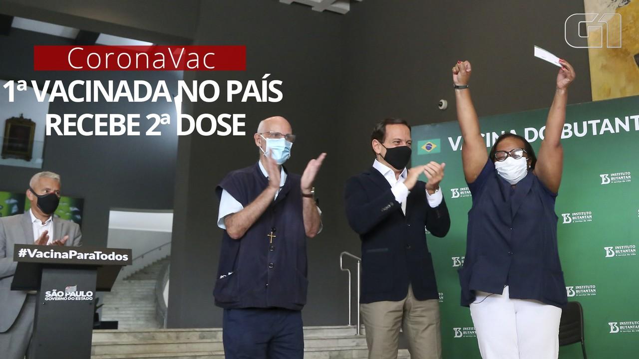 Primeira a receber imunizante no Brasil, Mônica Calazans toma 2ª dose da CoronaVac