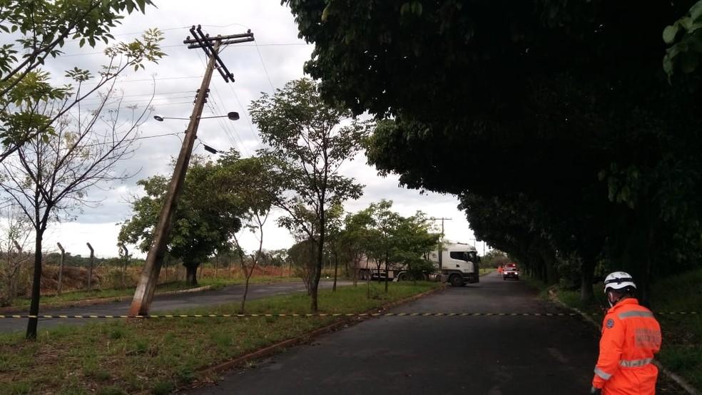Cemig informou que rede elétrica danificada é interna à Ceasa, porém o local está interditado. — Foto: Corpo de Bombeiros/Divulgação