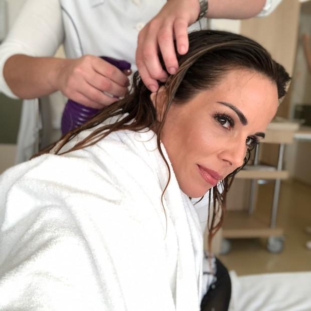 Ana Furtando realizando crioterapia (Foto: Reprodução/Instagram)