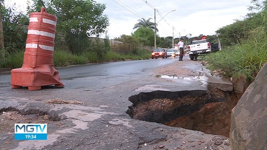 Cratera se abre em via de Contagem, na Região Metropolitana de BH