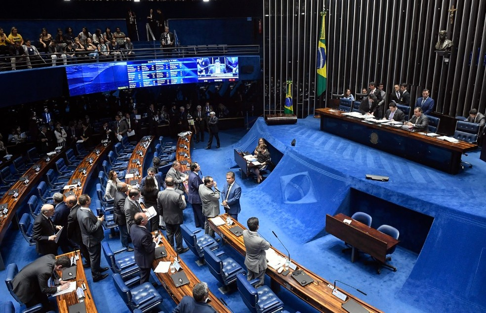 Senadores reunidos no plenário durante a sessão desta quarta-feira (10) — Foto: Roque de Sá/Agência Senado