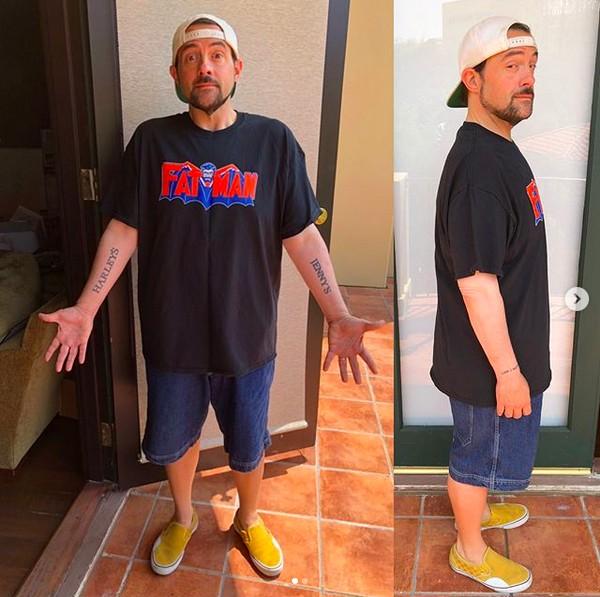 O diretor Kevin Smith mostrando sua perda de mais de 23 Kg (Foto: Instagram)