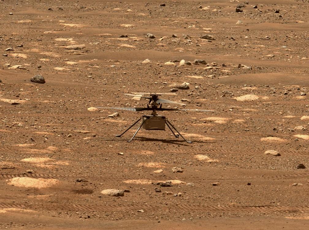 Foto mostra o helicóptero Ingenuity, da Nasa, destravando as pás do rotor, permitindo que girassem livremente, em 7 de abril. — Foto: Nasa