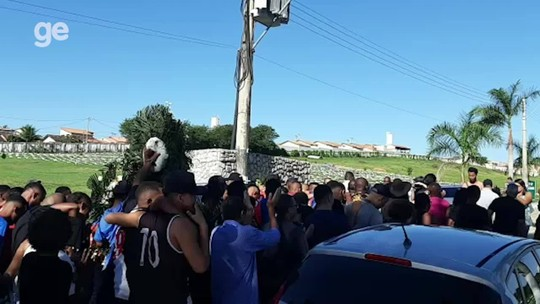 Com presença de jogadores do Vasco e Campello, corpo de Thalles é enterrado em São Gonçalo