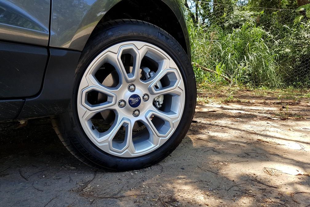 O EcoSport Titanium agora usa pneus run flat, que rodam mesmo com zero pressão — Foto: Guilherme Fontana/G1