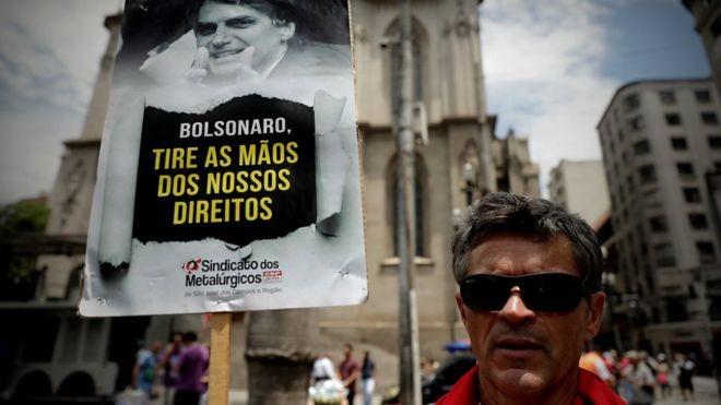 Pontos da reforma como a mudança nos benefícios pagos a idosos podem enfrentar resistência da opiniçao pública, dizem especialistas (Foto: Getty Images via BBC News Brasil)