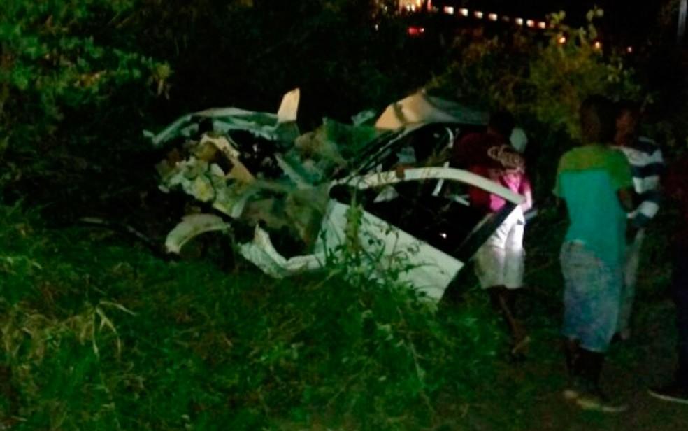 Vítima, de 48 anos, morreu no local do acidente na Bahia (Foto:  Carlos José / Site Voz da Bahia)
