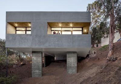 arquitetos americanos projetam casa invertida pegn ForCostruire Un Garage Su Un Terreno In Pendenza