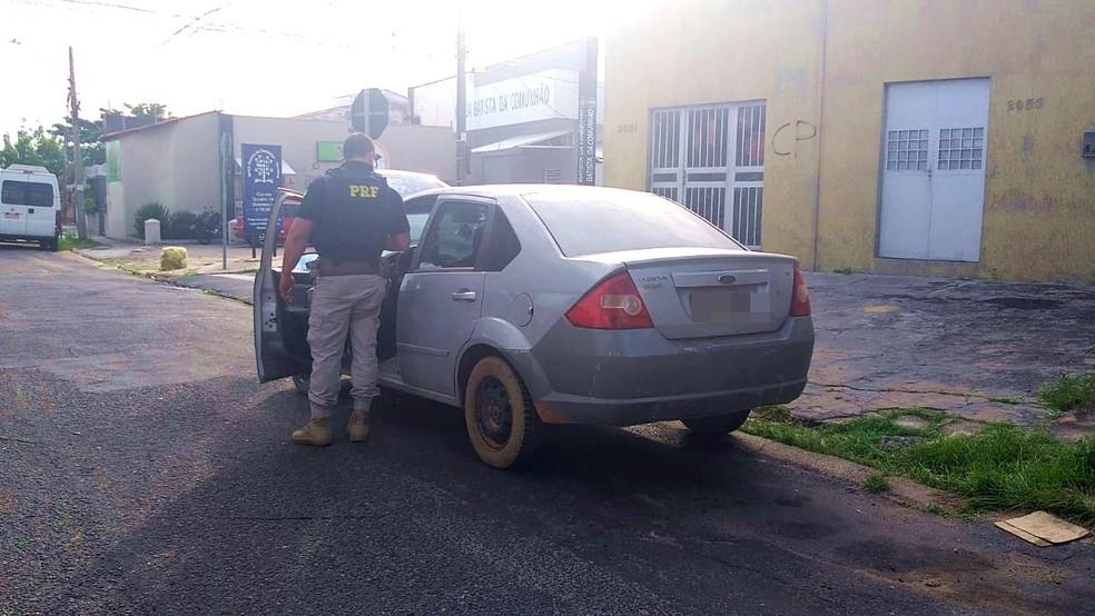 PRF encontra droga escondida em veículo no Piauí — Foto: Livia Ferreira/G1 PI