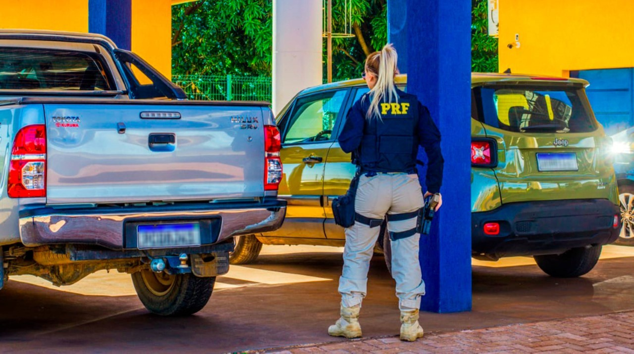 PRF apreende três veículos roubados ao montar barreira na BR-060; um deles disse que levaria ao Paraguai