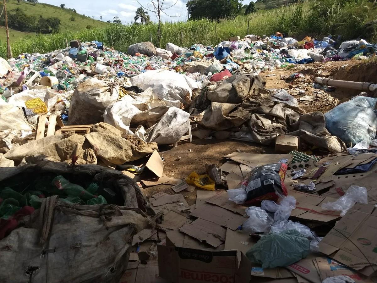 Três toneladas de lixo são encontradas dentro de usina irregular em Aperibé, no RJ