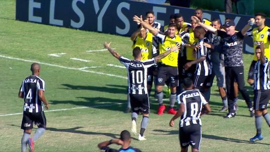 """Titular em três jogos do Botafogo, Ferrareis tem dois gols e uma assistência: """"Coincidência legal"""""""