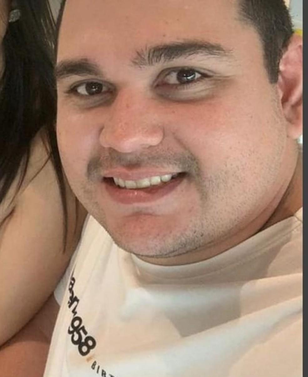 Comerciante George Basílio de Queiroz, de 30 anos, foi morto a tiros nesta quarta (19) dentro da sua loja em Caicó. — Foto: Arquivo da família