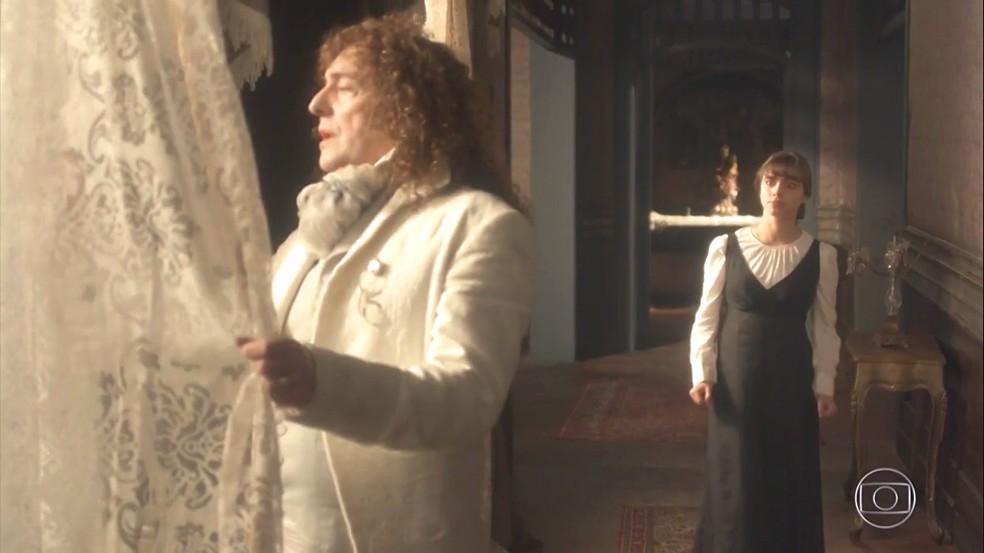 Cecília (Isabella Dragão) se revolta com Sebastião (Roberto Cordonavi) e diz que o pai está vendendo-a, como faz com os escravos. Em 'Novo Mundo' — Foto: TV Globo