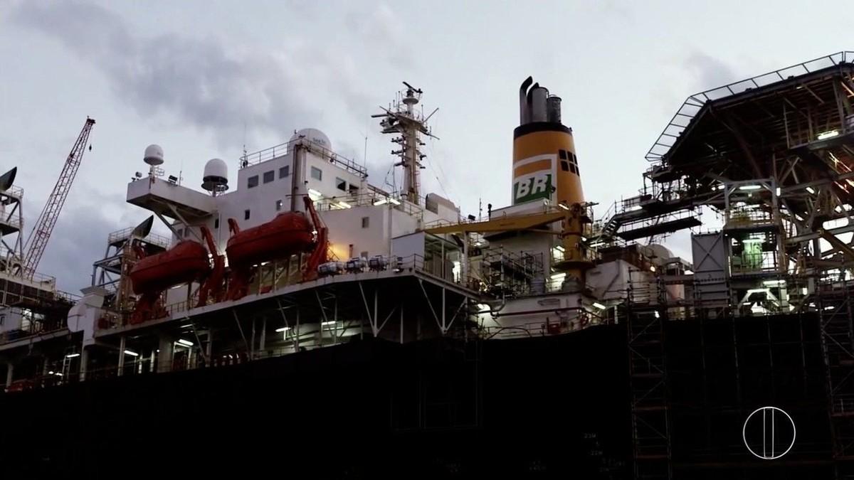 Série 'Petróleo: Riqueza Explorada' fala sobre o leilão dos novos blocos de exploração de petróleo
