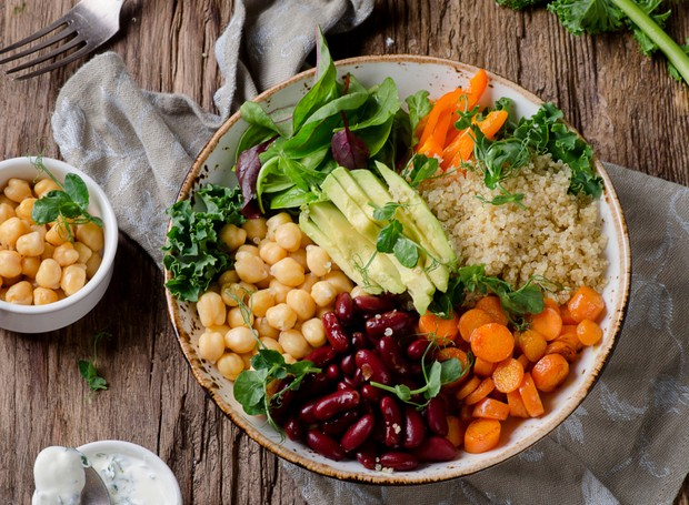 Vegetarian Buddha bowl with quinoa and chickpea. Vegetarian and vegan food concept. Healthy eating (Foto: Getty Images/iStockphoto)