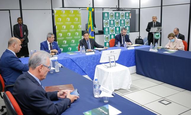 O vice-presidente da República, Hamilton Mourão, apresenta o Plano da Amazônia 21/22 aos ministros que integram o Conselho Nacional da Amazônia Legal no dia 17 de fevereiro
