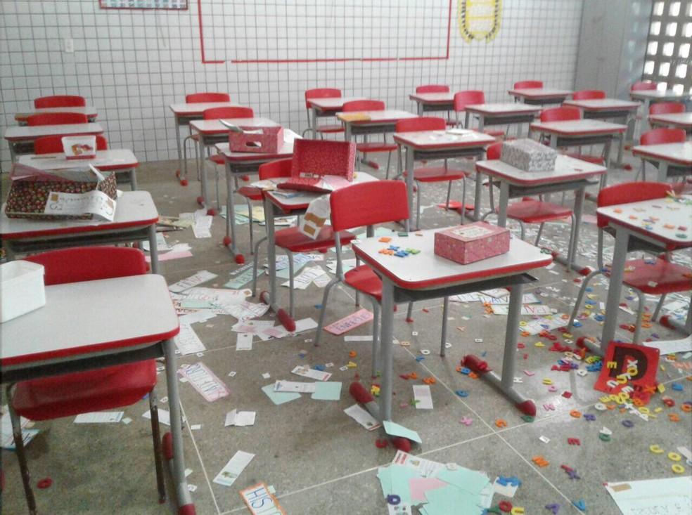 Escola teve material didático destruído por vândalos (Foto: Arquivo pessoal)