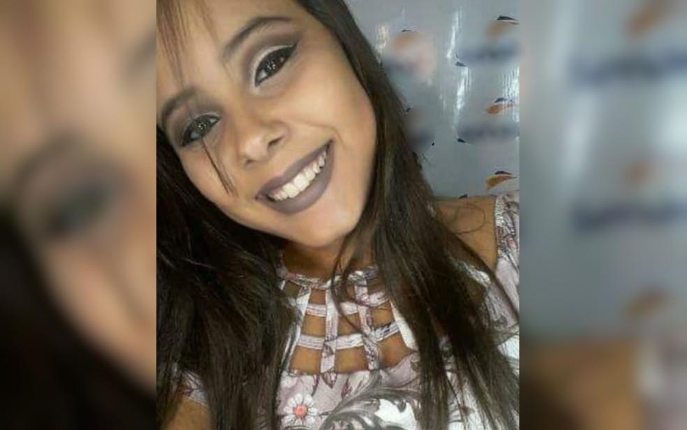 Isabella do Amaral Vieira, de 16 anos,, morre após ser arremessada de brinquedo em Ceres (Foto: Reprodução/Arquivo pessoal)