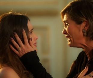 Luna (Juliana Paiva) se revela para Helena (Flávia Alessandra)   Divulgação