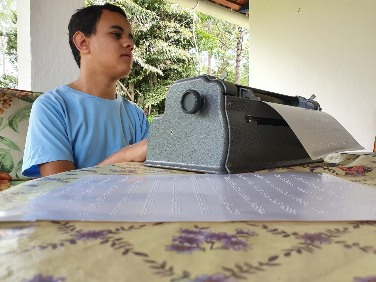 Estudante cego faz redação do Enem sem transcritor e não tem nota divulgada pelo Inep