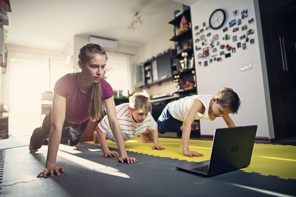 Crianças precisam de pelo menos 60 minutos diários de atividade física de intensidade moderada/intensa — Foto: Istock Getty Images