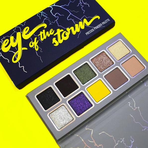 Paleta da coleção assinada por Kylie Jenner em homenagem a sua primeira filha (Foto: Reprodução Instagram )