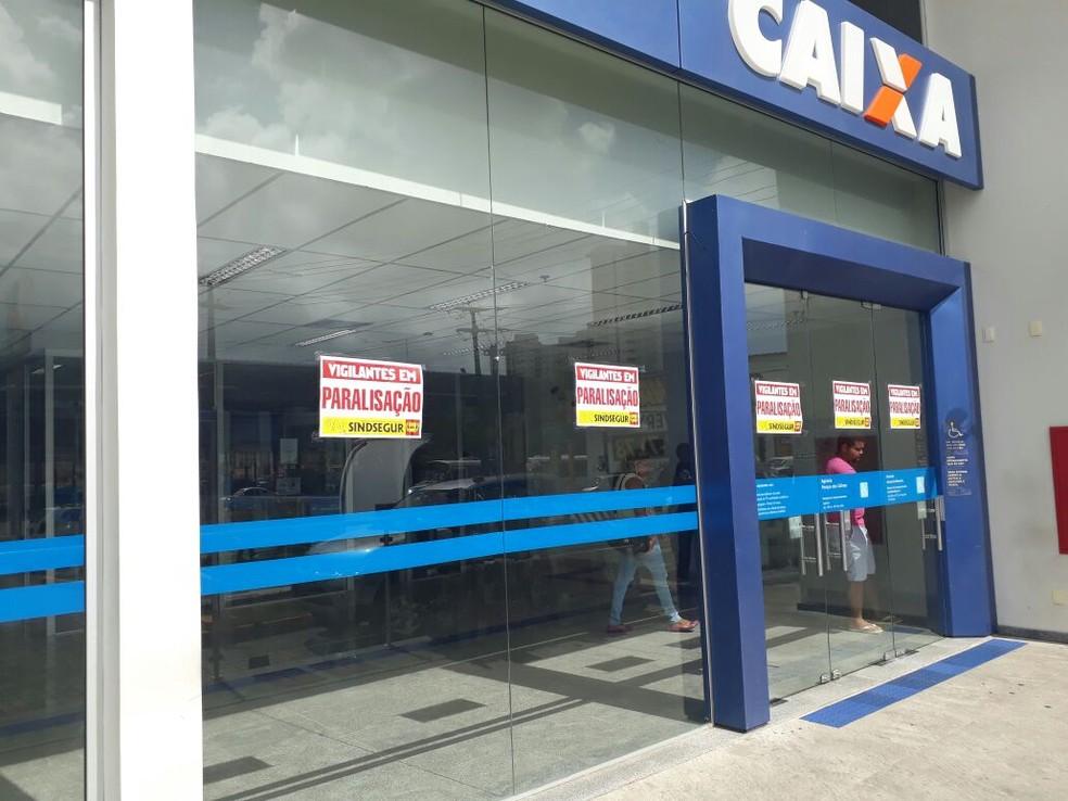 Bancos suspenderam atendimento durante paralisação de vigilantes em Natal (Foto: Alexandre Chompoo/Inter TV Cabugi)