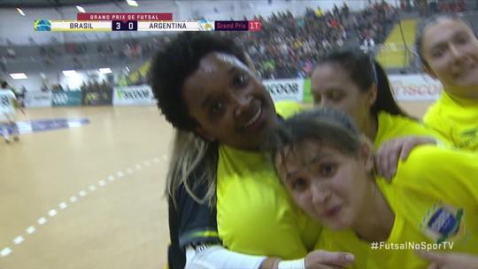 Os gols de Brasil 3 x 0 Argentina pelo Grand Prix de Futsal Feminino