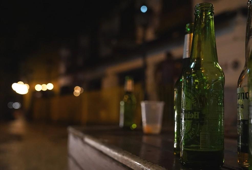 As garrafas das cervejas consumidas no Leblon — Foto: Marcos Serra Lima/G1