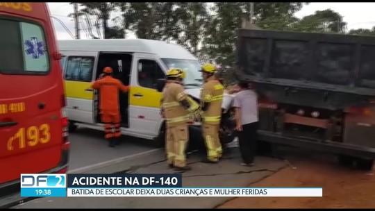 Acidente com van escolar deixa duas crianças e mulher feridas